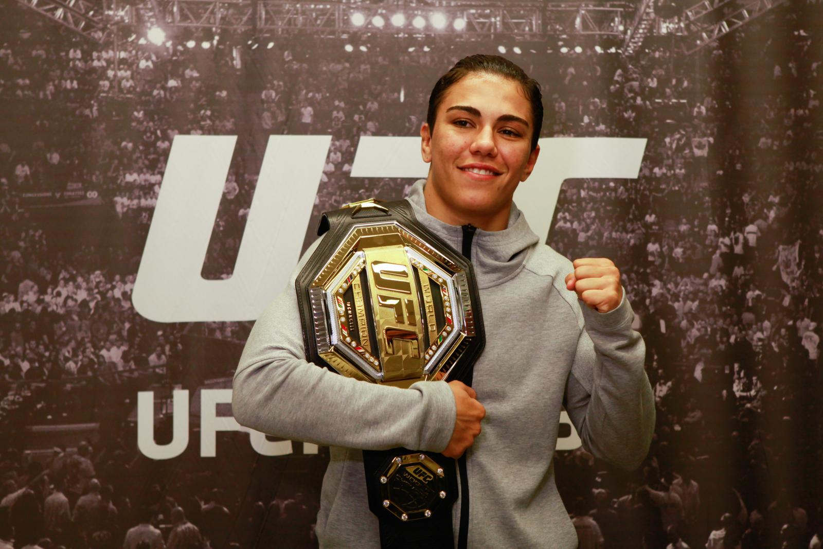 Джессика Андраде (№1) – Роуз Намаюнас (№2): прогноз на бой UFC